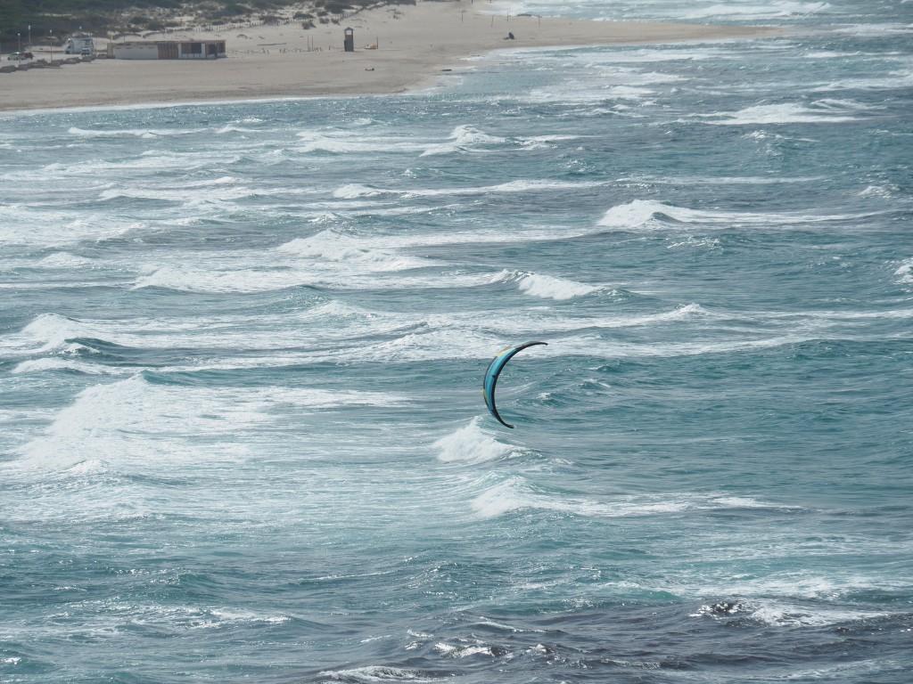 Kiten an der Küste Sardiniens