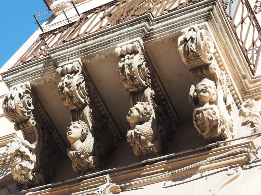 Skurille Balkone