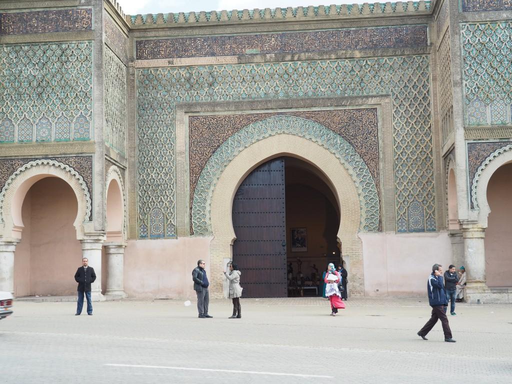 """Stadttor """"Bab El Mansour"""" mit Relief- und Keramikfliesenverzierungen"""