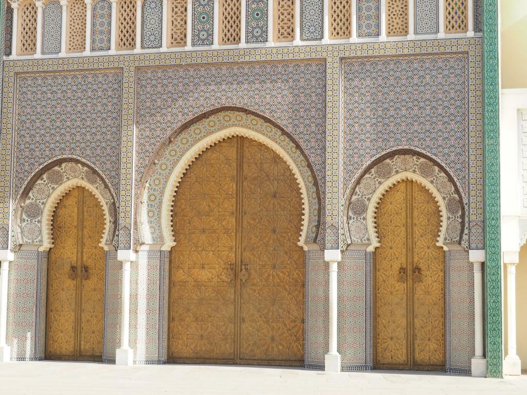 Fassade des Sultanpalastes in Fès El Djedid (neues Fès)