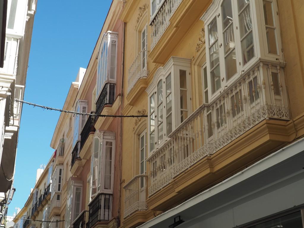 Verglaste Balkone zum Schutz vor den Winterstürmen
