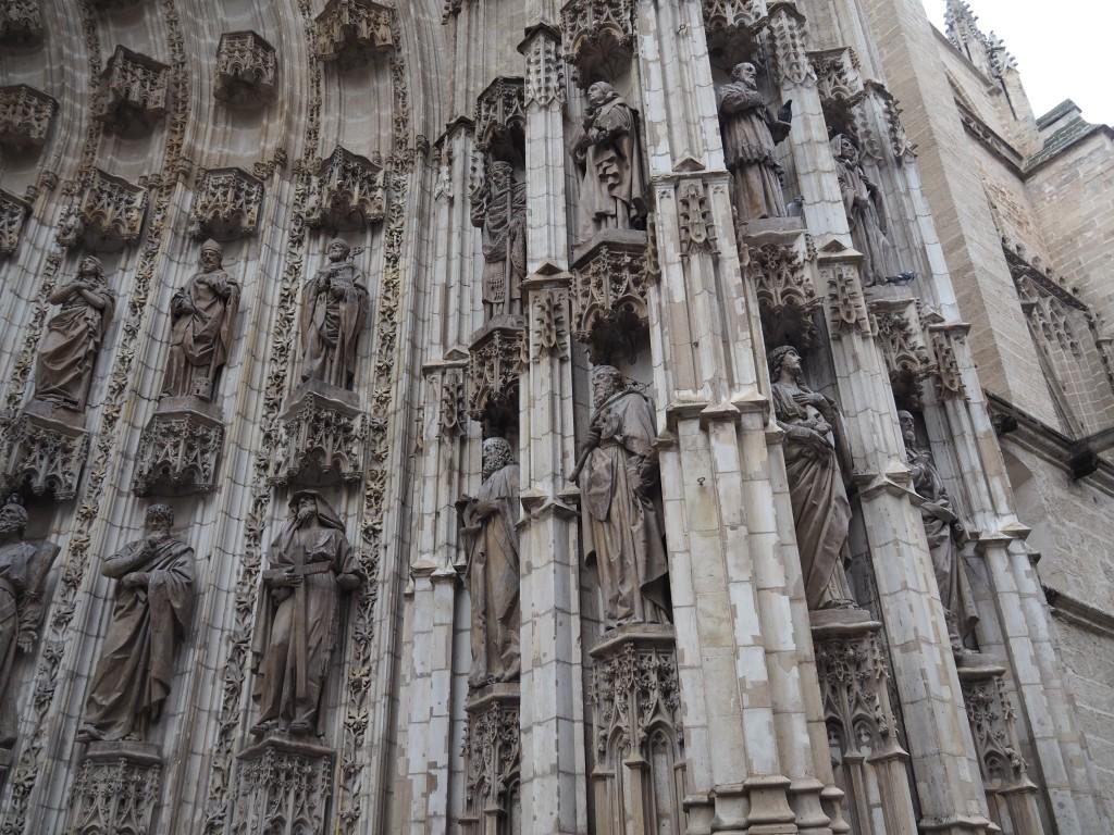 Reich geschmücktes Portal der Kathedrale