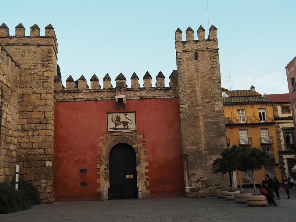 Durch dieses Tor betritt man einen orientalischen Palast wie aus 1001 Nacht