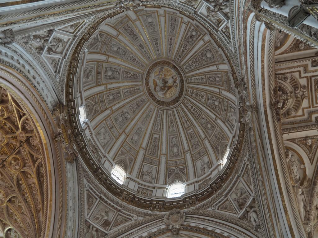 Kuppel der mitten in die Moschee hineingebauten Kathedrale