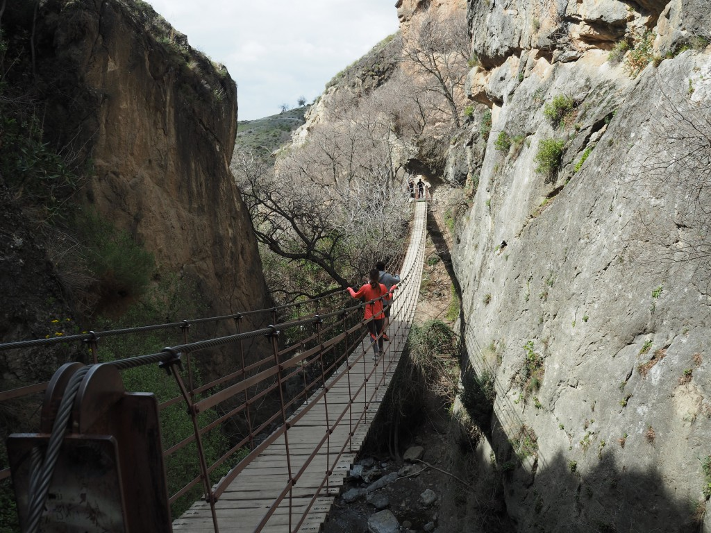 Hängebrücken in den Schluchten von Monachil