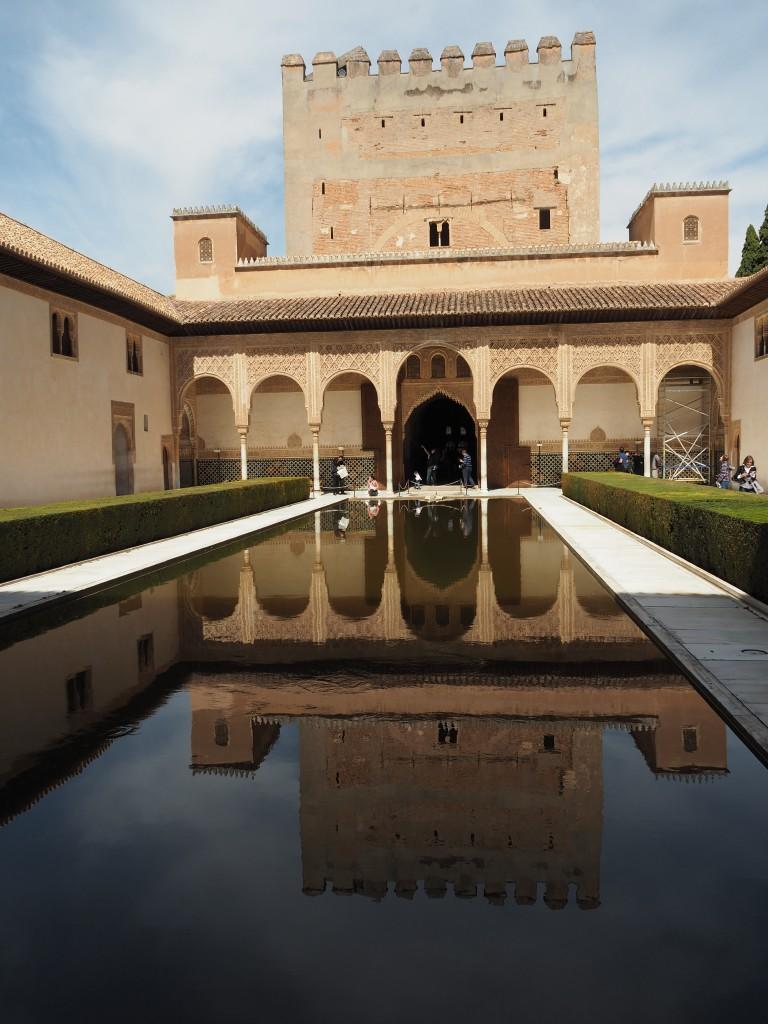 """""""Als in Europa Luftschlösser gebaut wurden, entstanden in Granada Schlösser auf dem Wasser"""" (Jesus Bermudez Pareja)"""