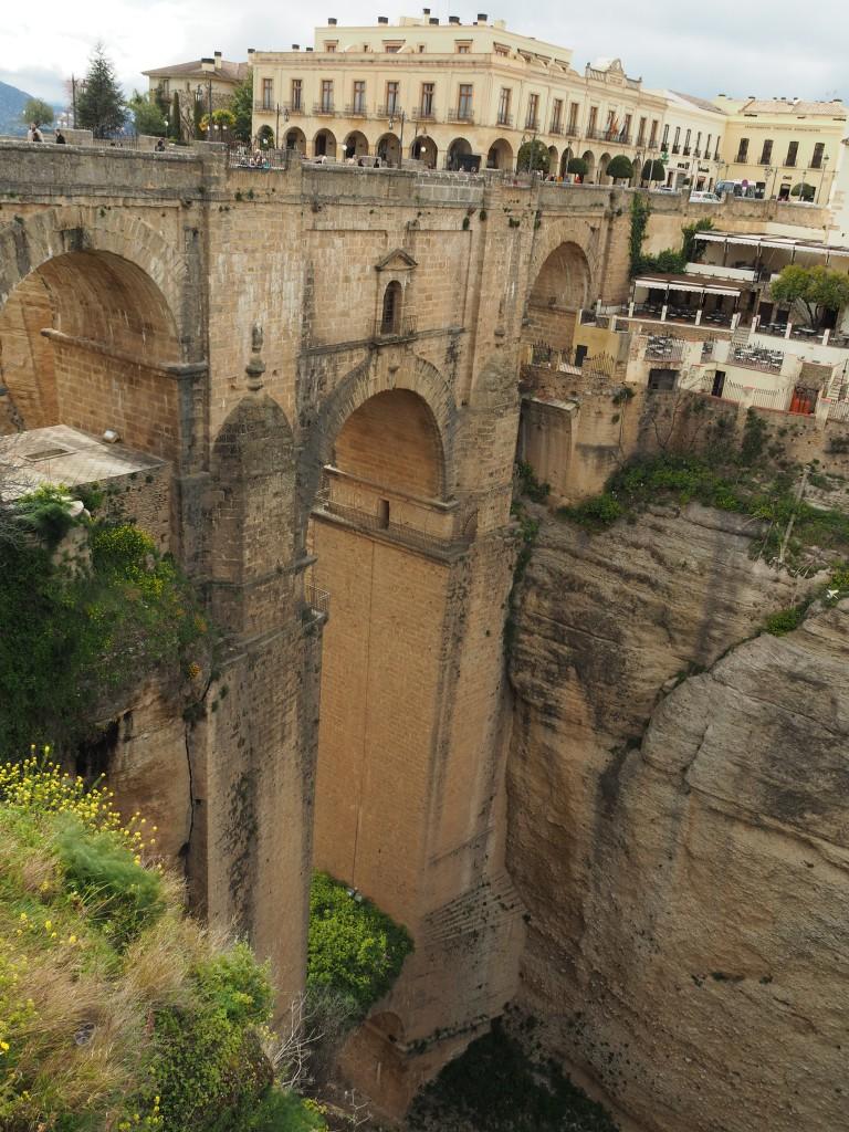 Der Raum, der sich im Inneren des obersten Brückenabschnitts befindet, wurde als Gefängnis genutzt!