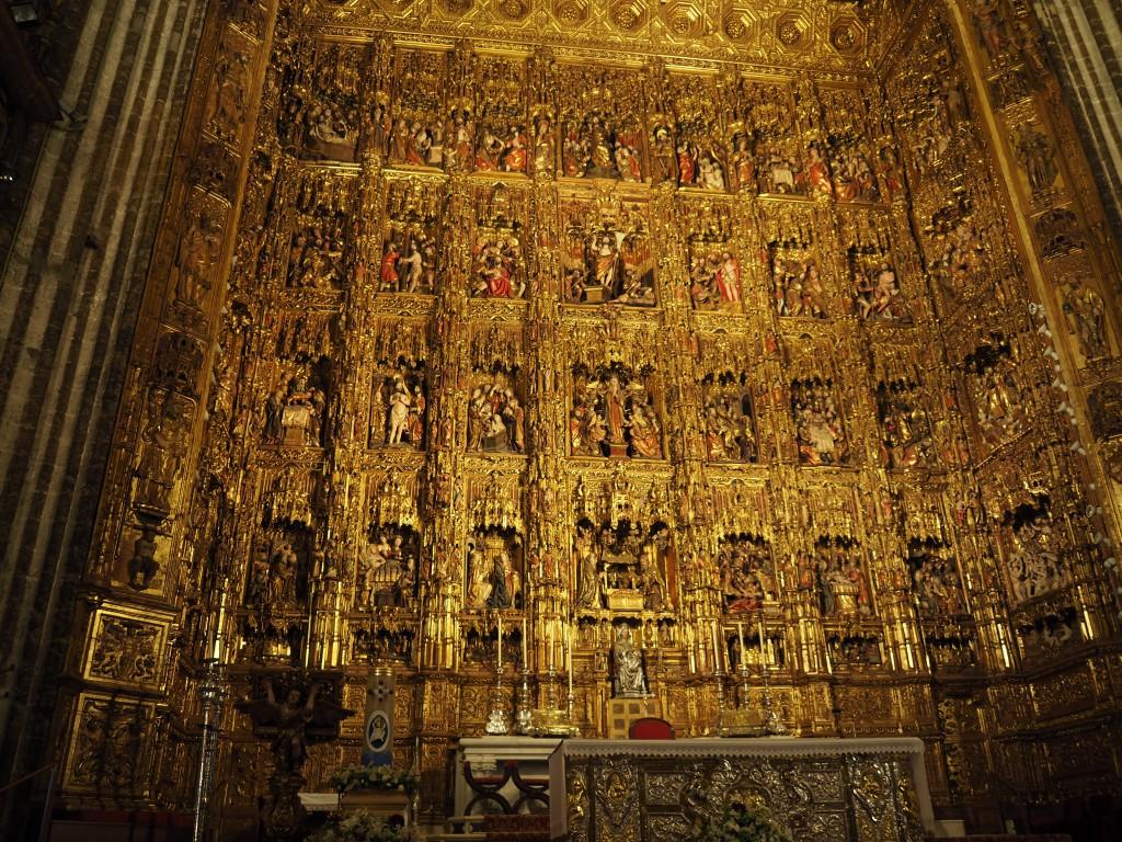 Der größte gotische Altar der Welt mit 44 Reliefs und über tausend Figuren, die das Leben Christi darstellen