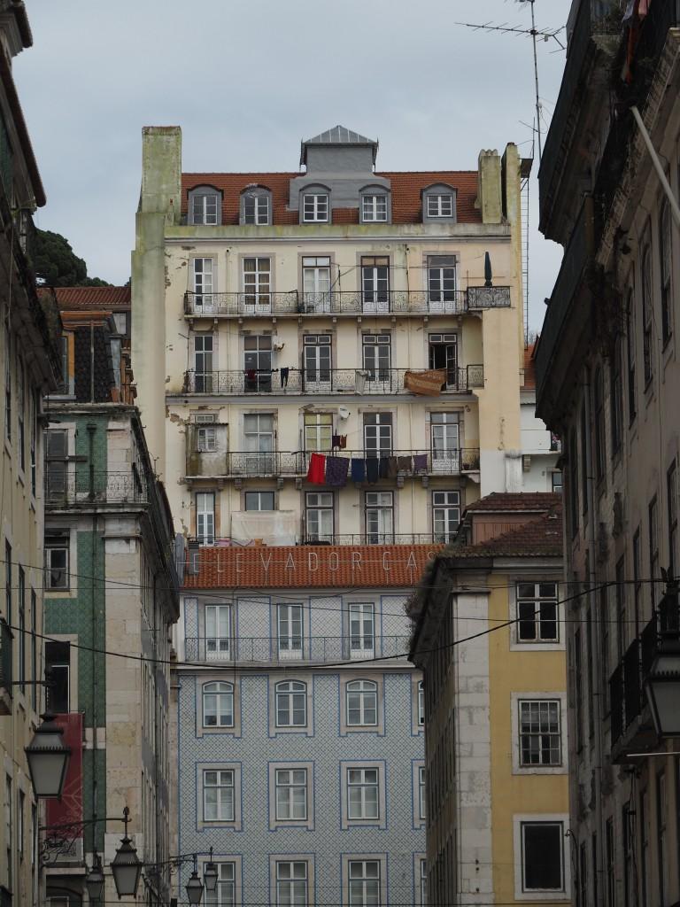 Auch zum Castelo gibt es einen Aufzug