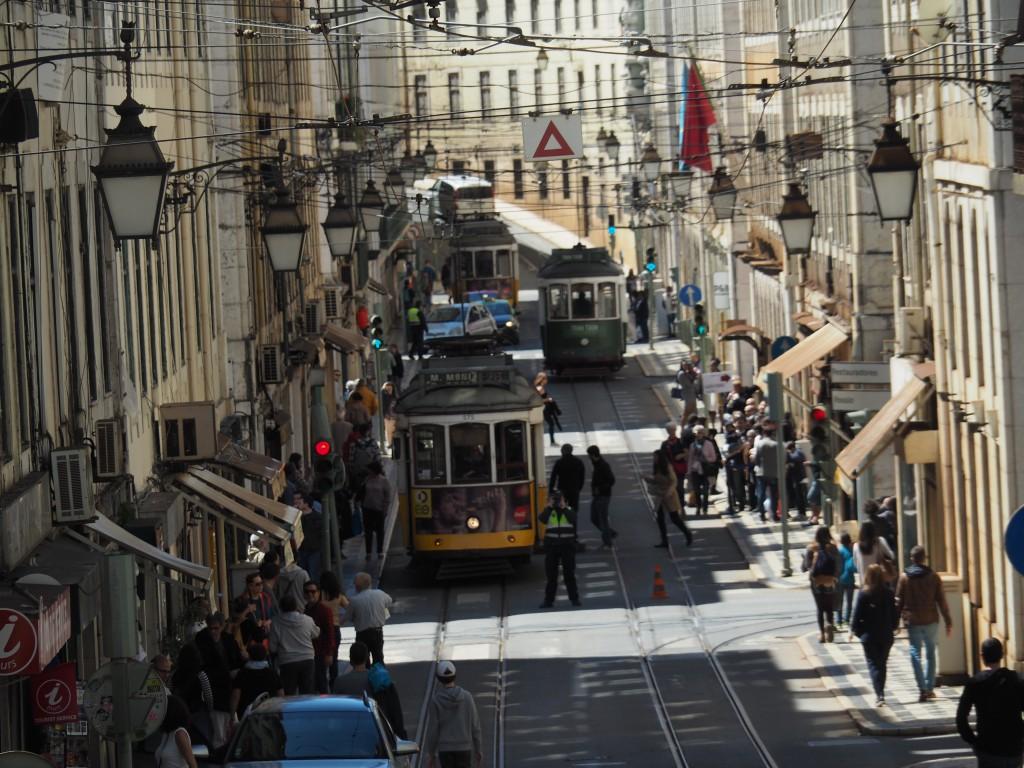 Tramverkehr in der Baixa Pombalina (Unterstadt)