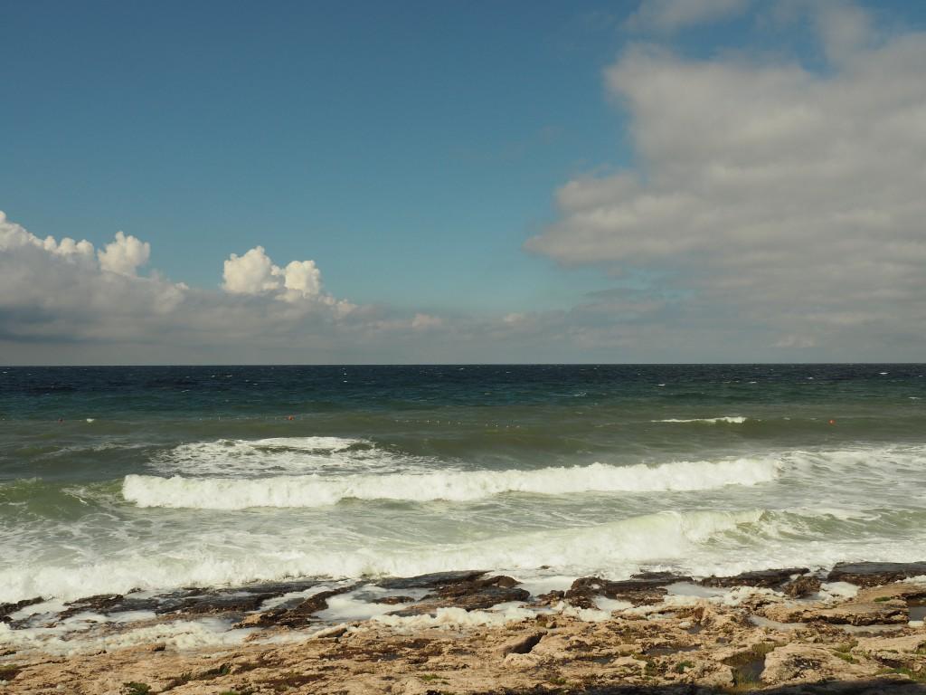Ich kann stundenlang aufs Meer schauen, es zieht mich wie ein Magnet an und richtet alles in mir aus, versetzt mich in einen Glückszustand.