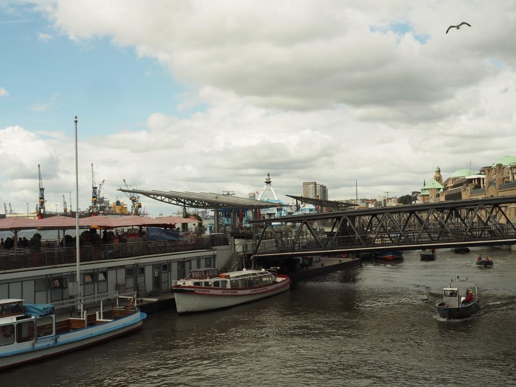Hafen Hamburg - Übergangsbrücke mit kleiner Steigung