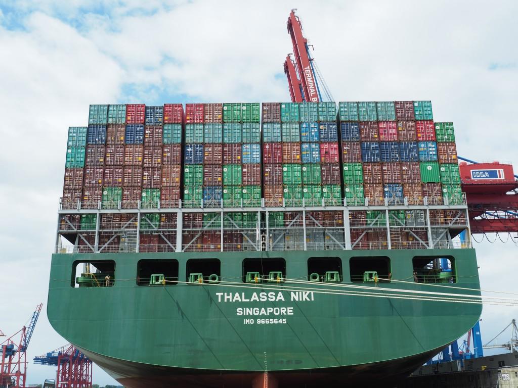 12 Stockwerke können Containerwände hoch sein!