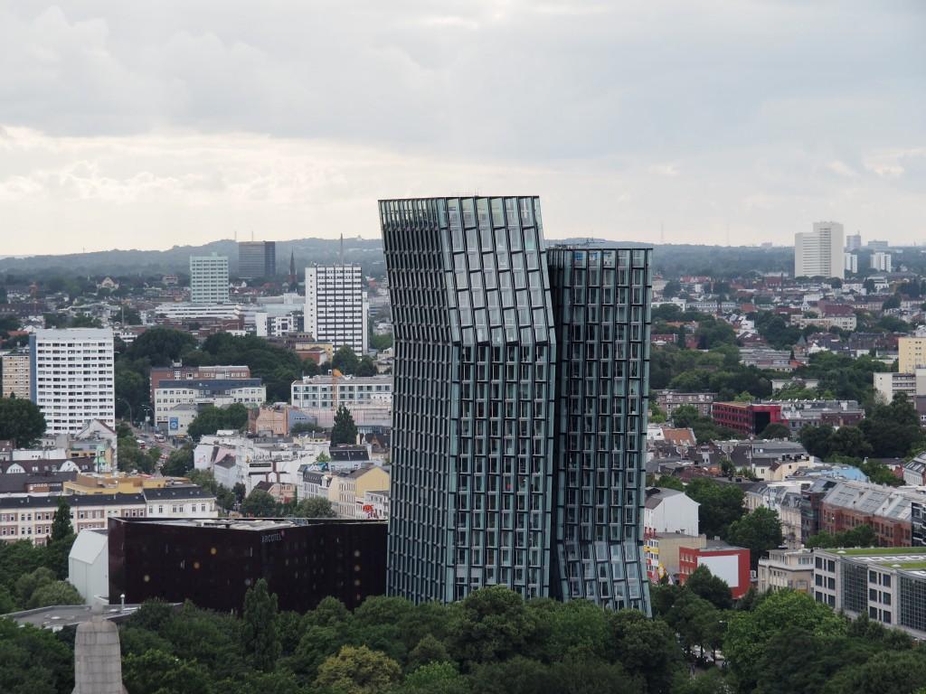 Die tanzenden Türme sind das Wahrzeichen von St. Pauli. 25 000 000 Besucher vergnügen sich jährlich auf der 2 km langen Reeperbahn!