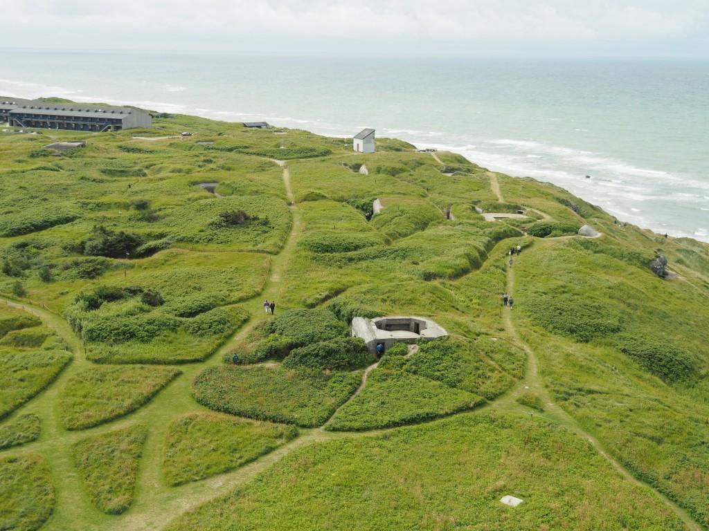 Blick vom Leuchtturm auf die Bunker