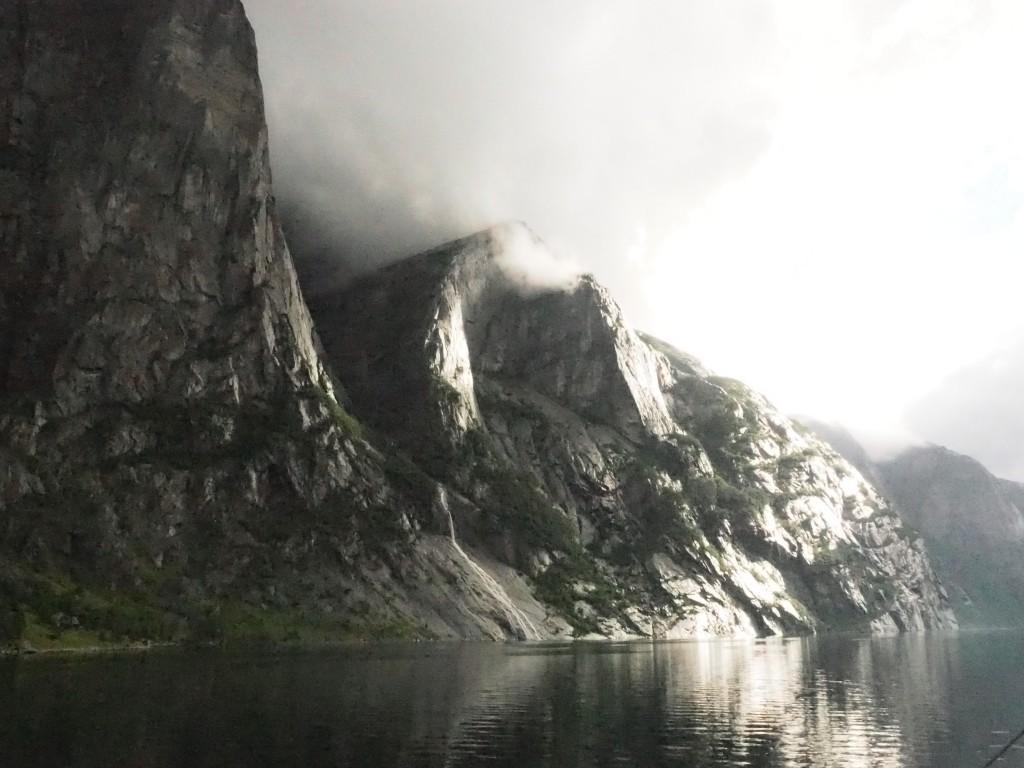 Steile Wände am Lysefjord